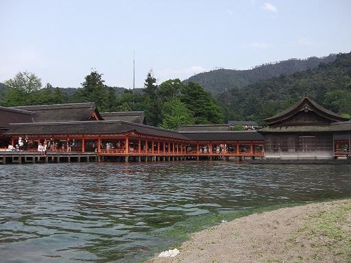 満潮時の厳島神社回廊