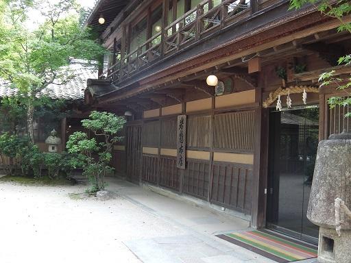 宮島の老舗旅館岩惣の玄関