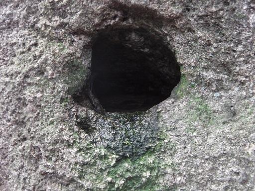 干満岩の中