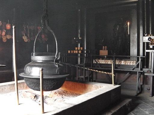 霊火堂の消えずの火と大釜