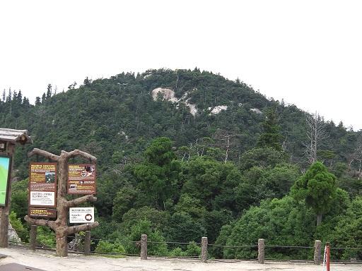 獅子岩駅から弥山山頂を眺める