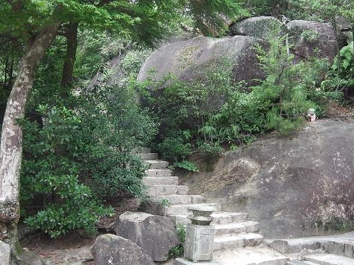弥山頂上への登山道
