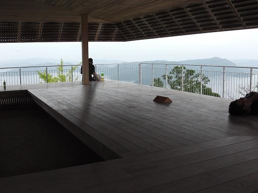 弥山展望台2階の休憩スペース