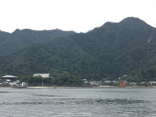フェリーからの宮島の眺め