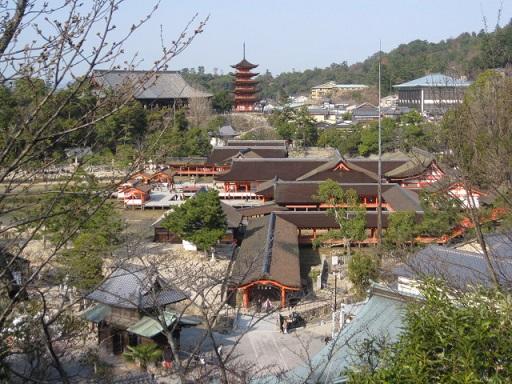 多宝塔から見た厳島神社と五重塔