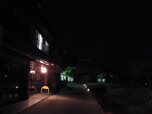宮島の夜の町並み