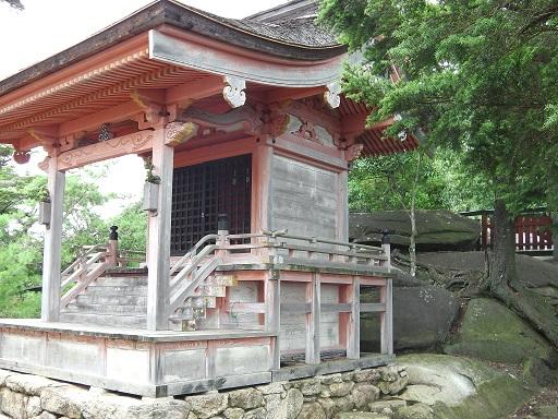 御山神社の背後