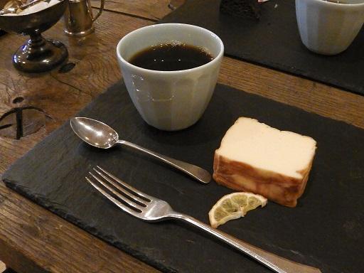 コーヒーとケーキのセット