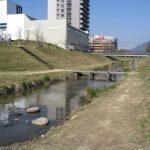 子供と一緒にバーベキューと川遊び!せせらぎ公園は無料で遊べるおすすめスポット!